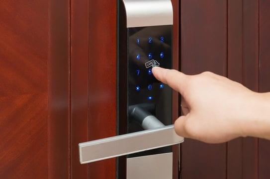 Vì sao nên dùng khóa vân tay cho căn hộ